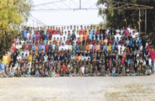 Avo Savigliano per i bambini del collegio indiano nel villaggio di Fulwady